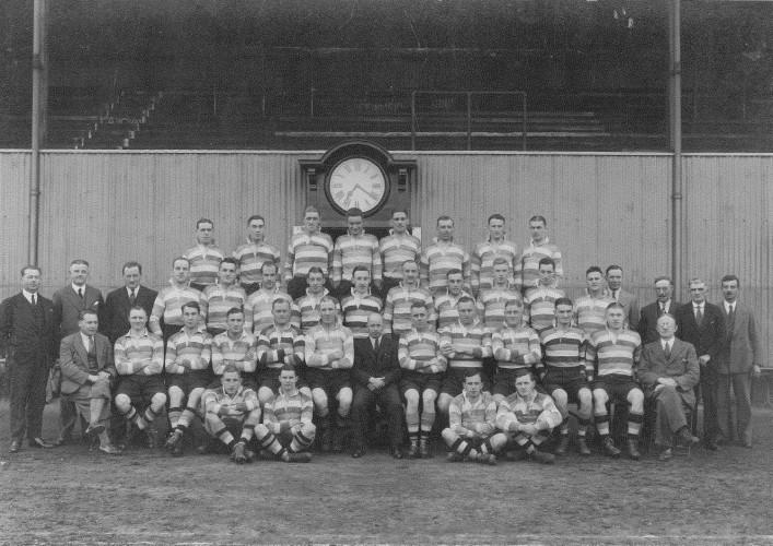 Team photograph 1932 33